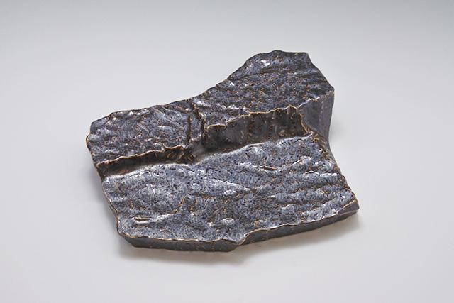 まるで岩みたい⁉金結晶ロックプレート