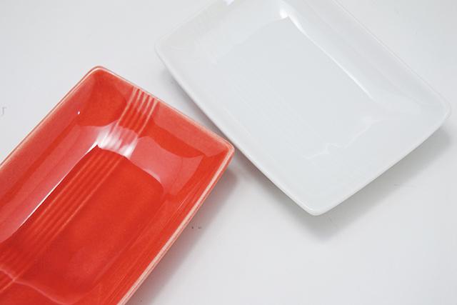 お寿司に餃子のしょう油に【赤/白長角小皿】