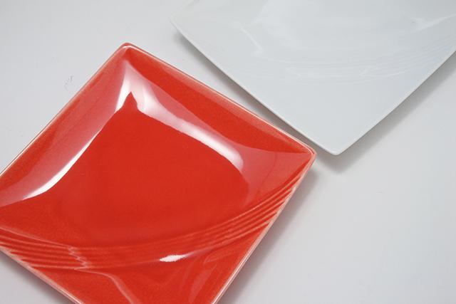 取り皿もあります!【赤白13㎝角銘々皿】