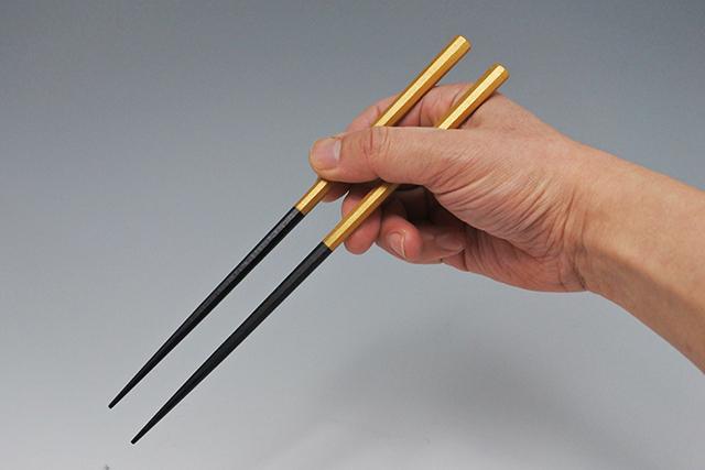 軽くて持ちやすい【塗分け八角木箸】