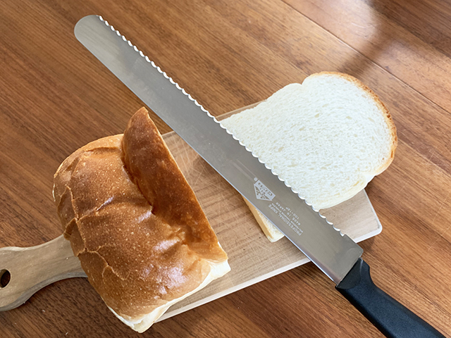 和食器と包丁 かっぱ橋まえ田 パン屑が出にくい!【V-EAGLEのパン切包丁】
