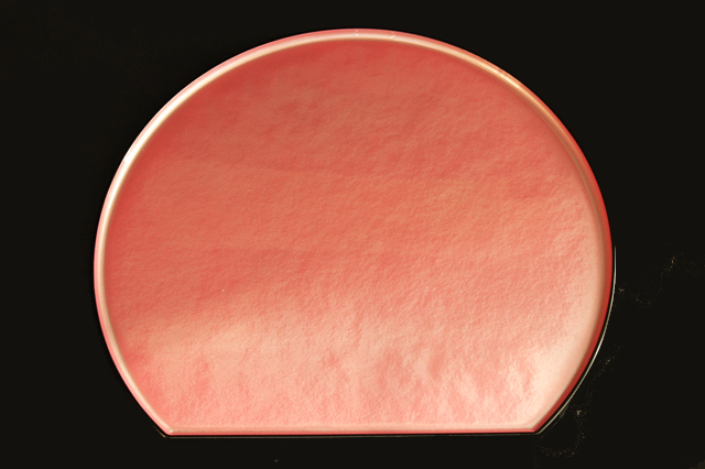 ピンク色の明るいトレーで気分転換!【ピンク雲流半月盆】