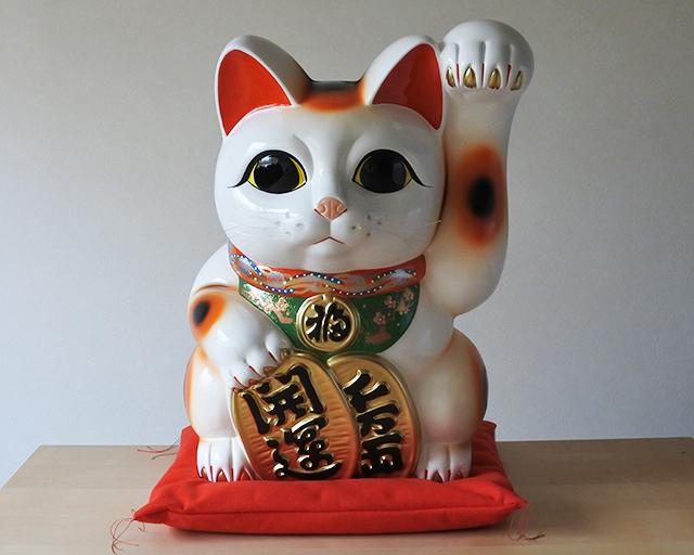 常滑焼】白小判招き猫15号 左手 ...
